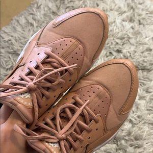 used tan Nike Huaraches